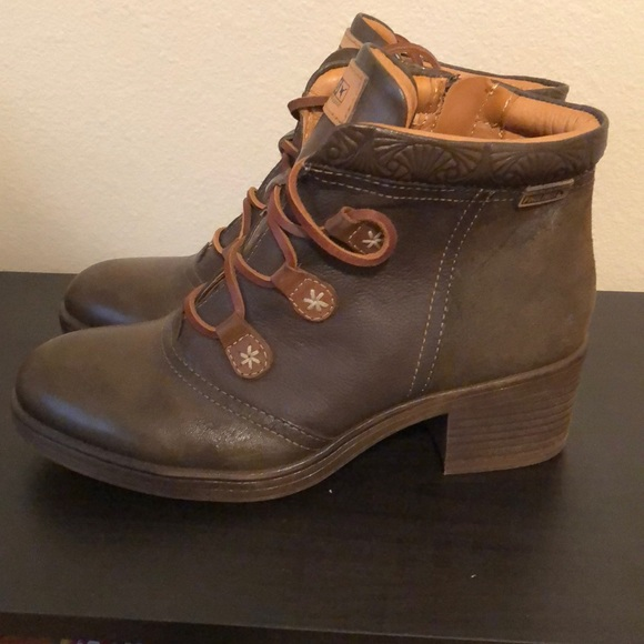 Never Worn Pikolinos Lace Up Bootie